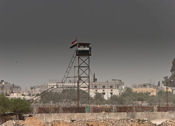 Bildet er tatt fra Rafah på Gazastripen, og viser et vakttårn på grensa til Egypt. (Foto: Marius Arnesen/Wikimedia Commons)