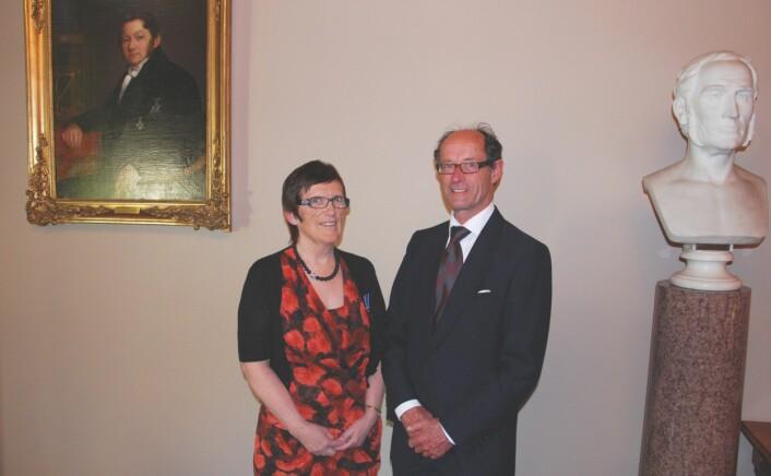 Idun Reiten mottok Fridtjof Nansens belønning for fremragende forskning på årsmøtet i Det Norske Videnskaps-Akademi i mai 2009, her med styreleder i Nansenfondet, Gunnar Nicolaysen. (Foto: Richard Kvile)