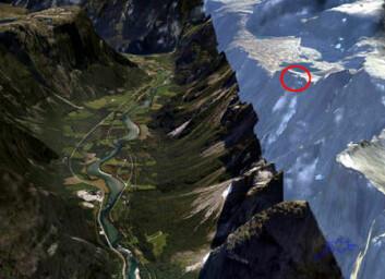Romsdalen sett mot sør fra Romsdalshorn. Fjellpartiet Mannen er sirklet inn på vestsiden av den storslåtte dalen. (Illustrasjon: Norge i 3D)