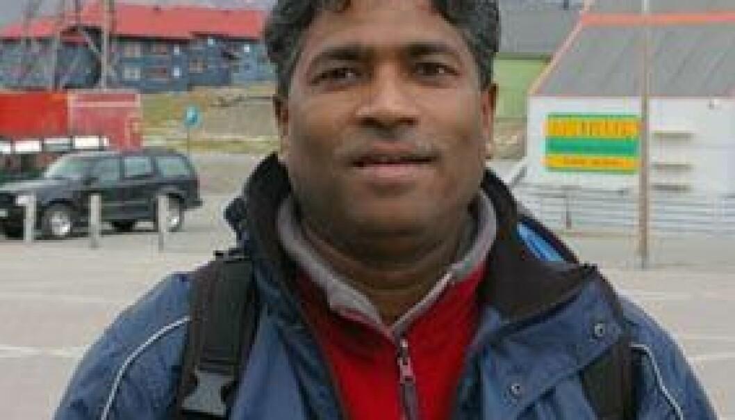 Jey fra Sri Lanka liker seg best på forblåste holmer på den nordlige halvkule. Nå drømmer han om en tur til Sydpolen, og om å slå seg ned på Grønland, eller i Ny-Ålesund. (Foto: Bjørnar Kjensli)