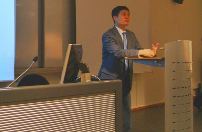 """""""Fang Xing-Hai forteller at eksporten fra Kina har gått kraftig ned i første kvartal av 2009. (Foto: Hanne Jakobsen)"""""""