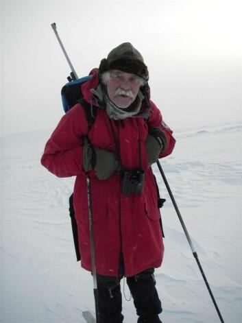 Isbjørnforskerveteran Thor S. Larsen. (Foto: Øystein Overrein/Norsk Polarinstitutt)