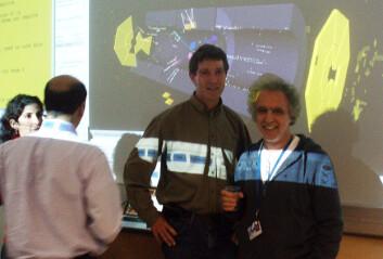 ATLAS' kontrollrom, CERN: Alex Read og Farid Ould-Saada feirer første partikkelkollisjon. (Foto: Universitetet i Oslo)