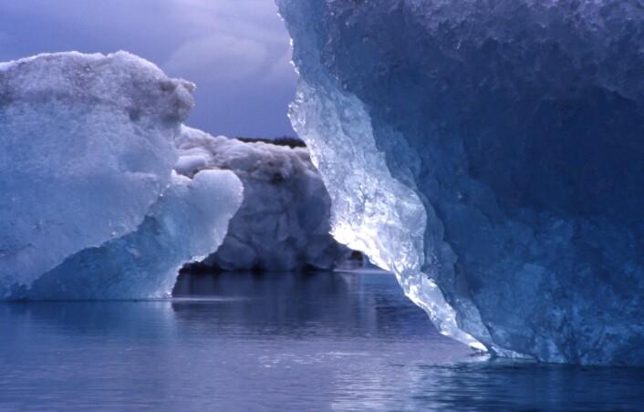 """""""Ny forskning viser at isen i Polhavet blir tynnere, men forskerne mangler nok kunnskap om faktorer som sot og smeltedammer til at disse blir tatt med i beregningene. (Illustrasjonsfoto: www.colourbox.no)"""""""