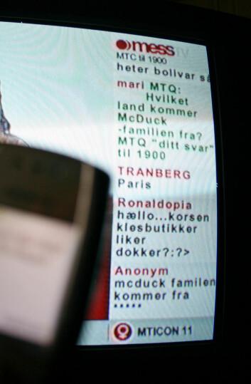 """""""Korte ytringer sklir over skjermen i en kolonne. Her et eksempel på inkomne sms på mess TV på TVNORGE. Foto: Andreas R. Graven."""""""