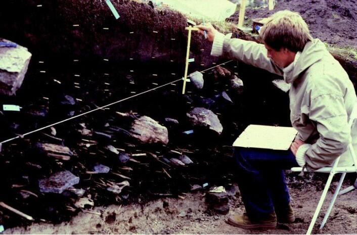 Fra utgravningen hvor håret og beinrestene fra Inuk ble funnet. (Foto: Bjarne Gronnow/Nature)