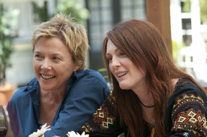 Mødrene Nic (Annette Bening) og Jules (Julianne Moore) i filmen The Kids Are All Right (Foto/Copyright: Scanbox Entertainment AS)