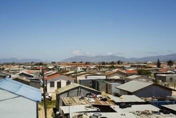 Slumområder utenfor Cape Town har ekstrem forekomst av tuberkulose. Her florerer bakterier som er resistente mot medikamenter, og smittepresset er så stort at samme person kan bli smittet flere ganger.