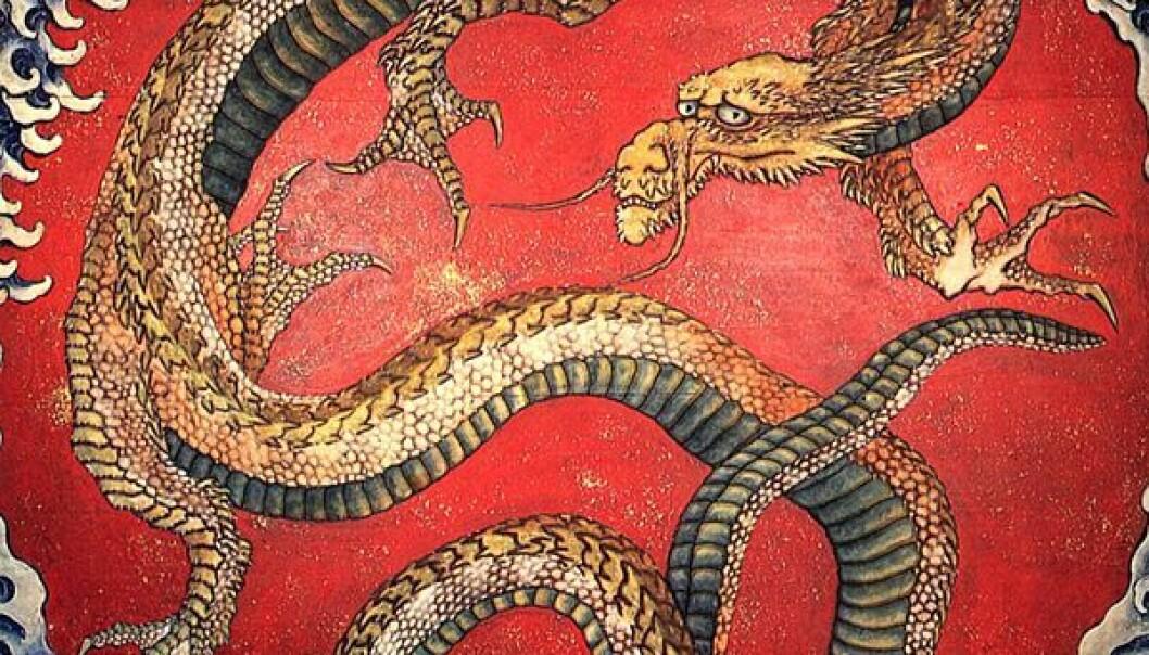 """""""I dette japanske kunstverket, er dragen framstilt med et kattedyraktig hode, fugleføtter, og en slangelignende kropp. Malt av Katsushika Hokusai, 1760-1849. (Kilde: Wikimedia Commons)"""""""