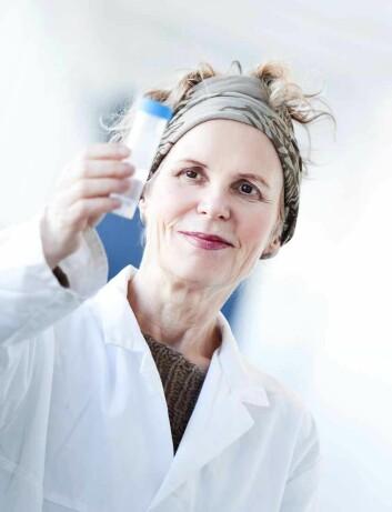 Forskningssjef Ragnhild Wiik ved IRIS forsker på hvordan Legionella oppfører seg i kommunale dusjanlegg. (Foto: Elisabeth Tønnessen)