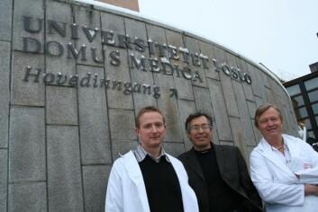 John Torgils Vaage, Joel Glover og Jan Brinchmann har sentrale roller i det nye stamcelleforskningssenteret som skal flytte inn i Domus Medica ved Rikshospitalet. (Foto: Elin Fugelsnes)