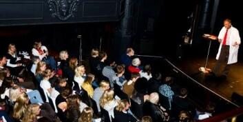 """En fullsatt sal lot seg begeistre av """"kalori-teater"""". Foto: Andreas Johansen"""
