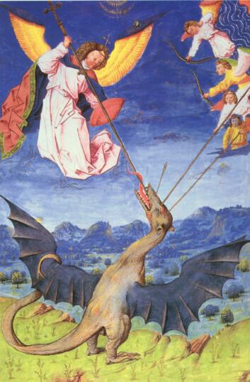 St. Michael og englene hans slåss mot Satan i drageform. (I kristendommen representerer dragen ofte djevelen, sier Torfinn Ørmen. En annen teori, er at dragen representerte motstanden mot innføringen av kristendommen. Maleriet finnes i et nederlandsk manuskript fra 1448. (Kilde: Wikimedia Commons)