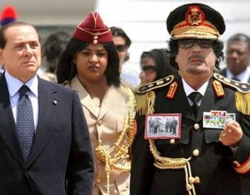 Silvio Berlusconi og Muammar Gaddafi (Foto: daveeza/Flickr Creative Commons)