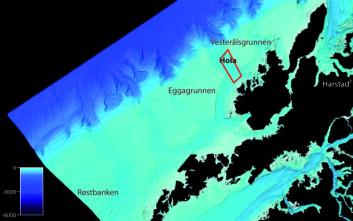 Plassering av området Hola utenfor Vesterålen. Området innenfor den røde rammen ble søkt frigitt av Forsvaret, for å kunne publisere detaljerte dybdedata. Hola er et dypvannsområde sørvest for Vesterålsgrunnen og ligger mellom de to grunne bankene Vesterålsgrunnen og Eggagrunnen. Svarte områder er ikke sjømålt med moderne multistrålemålinger. (Illustrasjon: Statens kartverk Sjø/MAREANO)