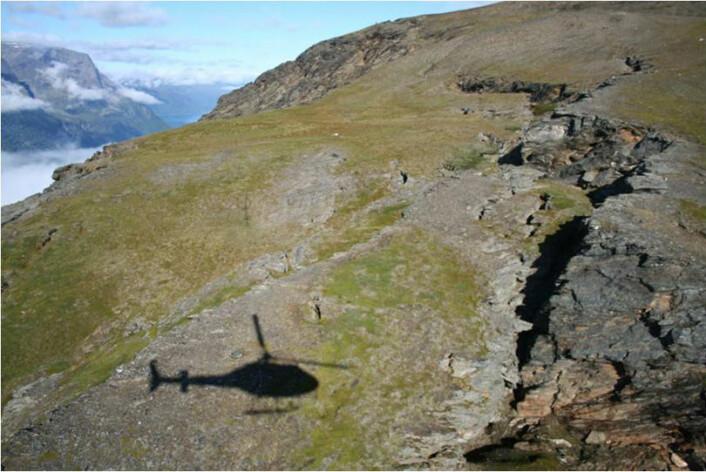 En markert sprekk i fjellet viser hvor skredet trolig vil starte.
