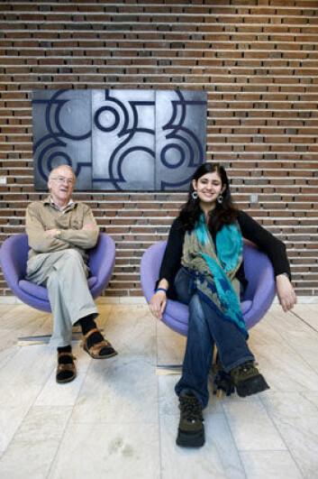 Kandala Singh har kommet hele veien fra India for å skrive sin masteroppgave om indiske stereotypier. Professor Trond Thuen er professor i sosialantropologi ved Universitetet i Tromsø.
