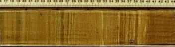 """Snitt hentet ut fra elven Bosumtwi i Ghana, som viser avleiringer gjennom årenes løp. Disse lagene gir forskerne en kronologi i """"høy oppløsning"""", som gjør oppgaven med å rekonstruere klimavariasjoner lettere. (Foto: T.M. Shanahan og W. Wheeler)"""