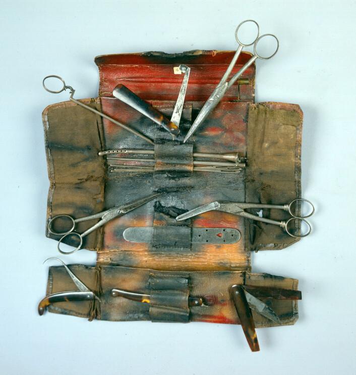 Oppdageren Mungo Park hadde med seg disse kirurgiske instrumentene på sin første ekspedisjon til Afrika, mellom 1795 og 1797. Målet var å finne elva Nigers kilder. Da han kom hjem fra turen, gav han utstyret til en kollega. Til slutt havnet det i Hunters samling. (© The Hunterian Museum at The Royal College of Surgeons)