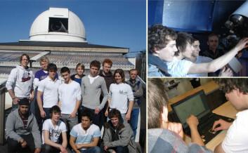 Planetjegerne ved Horten VGS. Lærer Jan Qvam sees bakerst til høyre på bildet til venstre.