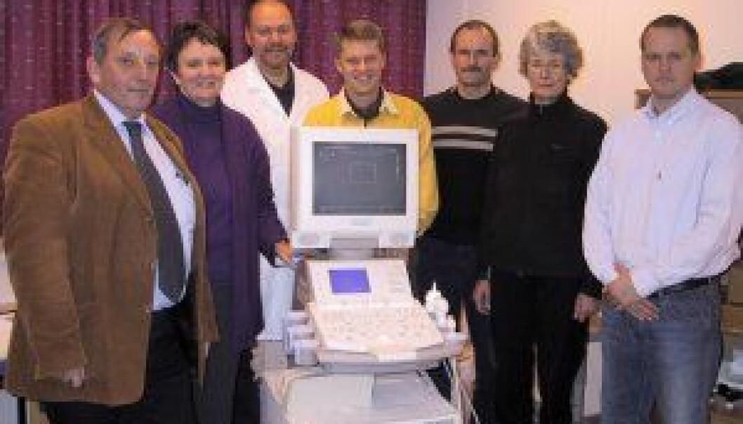"""""""Sene-/ledd-forskningsgruppen SEWHKA med sitt nye ultralydsapparat. """""""