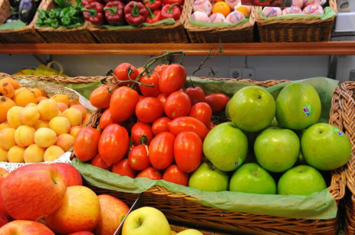30 år med forskning kan ikke konkludere med at høyt inntak av frukt og grønnsaker beskytter mot kreft, mener britisk forsker. (Foto: Colourbox.no)