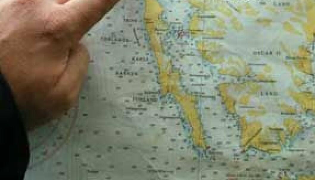 Vi er omtrent her nå. Vi har dratt fra Longyearbyen, ut Isfjorden, rundt på utsiden av den avlange øya Forland, inn Kongsfjorden til Ny-Ålesund, og nå har vi beveget oss ut av Kongsfjorden igjen og ut på åpent hav. (Foto: Bjørnar Kjensli)