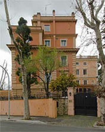 Det norske institutt i Roma ligger på Gianicolo-høyden, ovenfor bydelen Trastevere. Villaen fra 1920-tallet ble på begynnelsen av 1960-tallet ombygget i regi av arkitekt Christian Norberg-Schulz.