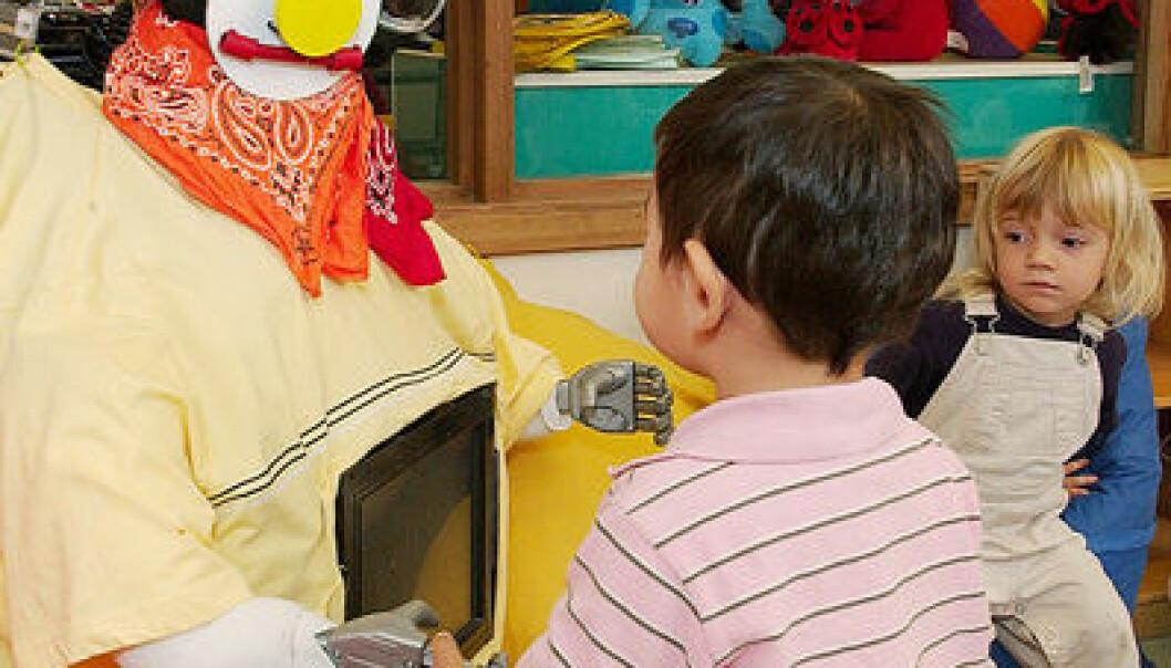 En tidlig versjon av roboten Rubi. I interaksjon med roboten lærer barna blant annet språk. (Foto: Alan Decker)