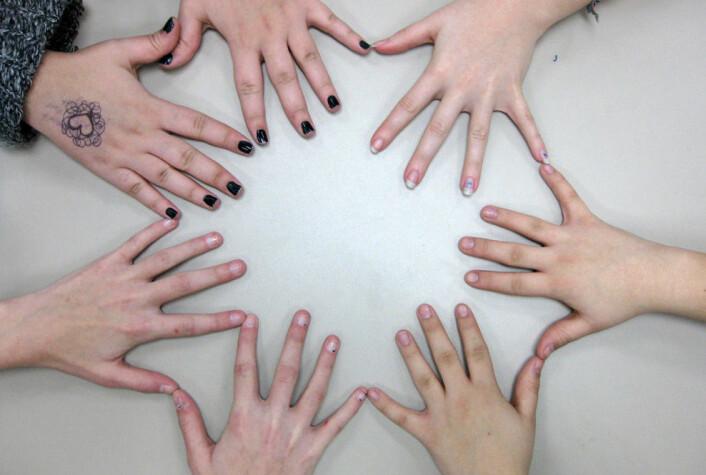 Unge hjerner endrer seg når de skriver med en annen hånd. Kanskje kan den kunnskapen brukes når man planlegger andre aktiviteter for unge. (Foto: Kate Ter Haar)