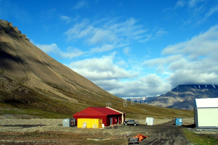 Skuret på Spitsbergen der forskerne oppbevarte borekjernene. (Foto: Ian C. Harding)