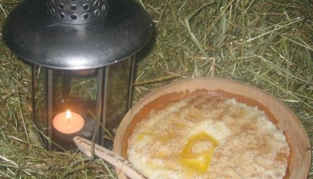 Julegrøten har lange tradisjoner, både for folket på gården og nissen på låven. (Foto: Eva Narten Høberg)