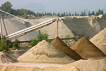 En sandhaug er en modell som brukes for å forstå mekanismene bak prosesser som jordskjelv, nordlys og børssvigninger.