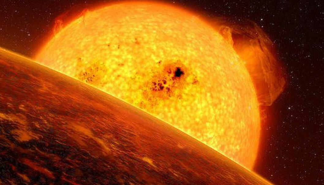 Overflaten på fjellplaneten COROT-7b blir uhyre varm fordi den bare er 2,5 millioner kilometer fra stjernen sin. Fjellet fordamper og regner ned som småstein. (Illustrasjon: ESO/L. Calcada)