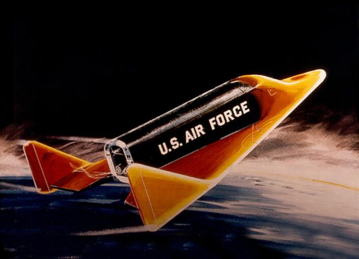 Slik tenkte kunstneren på 1950-tallet seg at Boeing X-20 Dyna-Soar ville se ut på vei ned fra verdensrommet for landing. (Illustrasjon: NASA)