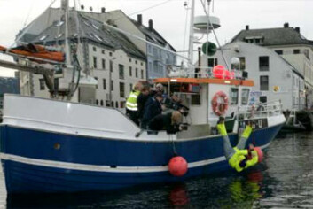 Mann over bord under kontrollerte former iført arbeidsbekledning med flyteegenskaper. (Foto: Sintef)