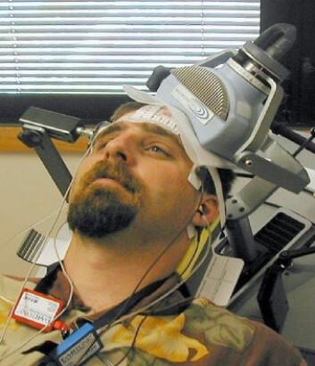 """""""Bildet er av en pasient som mottar en falsk kontrollbehandling. (Foto: Mark George/Medical University of South Carolina)"""""""
