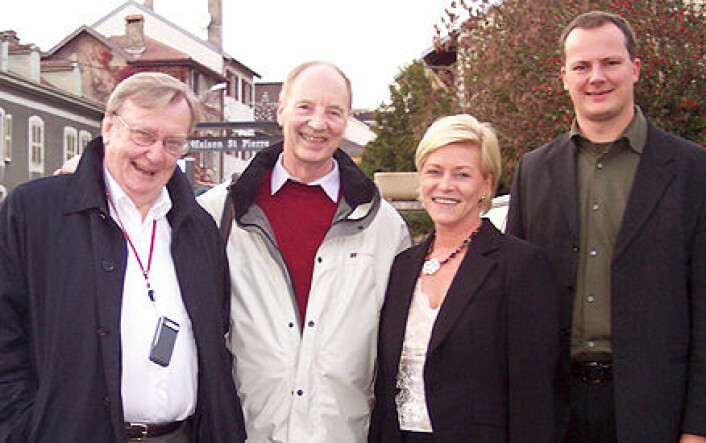 Til venstre Carlo Rubbia, nobelprisvinner i fysikk og tidligere direktør ved det internasjonale forskningssenteret for partikkelfysikk, CERN. Til høyre for ham Egil Lillestøl, Siv Jensen og Fremskrittspartiets energipolitiske talsmann Ketil Solvik-Olsen, på besøk for å bli informert om Rubbias reaktorteknologi i 2006. (Foto: CERN)