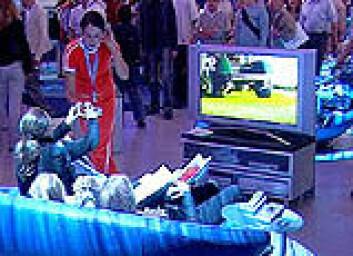 """""""Publikum slapper av med storskjerm på IFA-messen."""""""