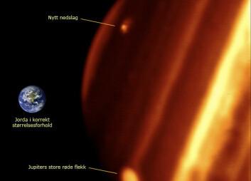 Bilde av det sannsynlige nedslagsområdet (øverst) i infrarødt lys, tatt med Keck II-teleskopet på Hawaii. Flekken, som er mørk i synlig lys, opptrer som et lyst område i dette infrarøde bildet. (Foto: Paul Kalas (UCB), Michael Fitzgerald (LLNL/UCB), Franck Marchis (SETI Institute/UCB), James Graham (UCB))