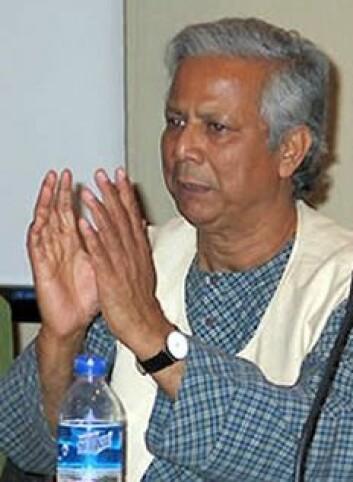 """""""Muhammad Yunus fikk prisen i 2006, og tildelingen er omdiskutert. Kritikerne mener den havner utenfor kriteriene i Alfred Nobels testamente. (Foto: Kate Heuisler, USAID Small Grants Program, Wikimedia Commons)"""""""