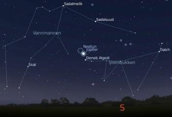 Natthimmelen fra de sørligere landsdeler. Jupiter står lavt i sør, med Neptun, som lyser mye svakere, like i nærheten. (Illustrasjon: Laget med Stellarium)