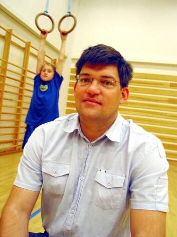 Professor Hermundur Sigmundsson vil starte skoledagen med en halvtime fysisk aktivitet. (Foto: NTNU Info/Tore Hugubakken)