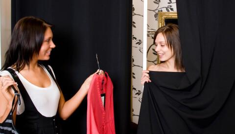 6d876e60 Kronikk: Brenner tonnevis med usolgte klær