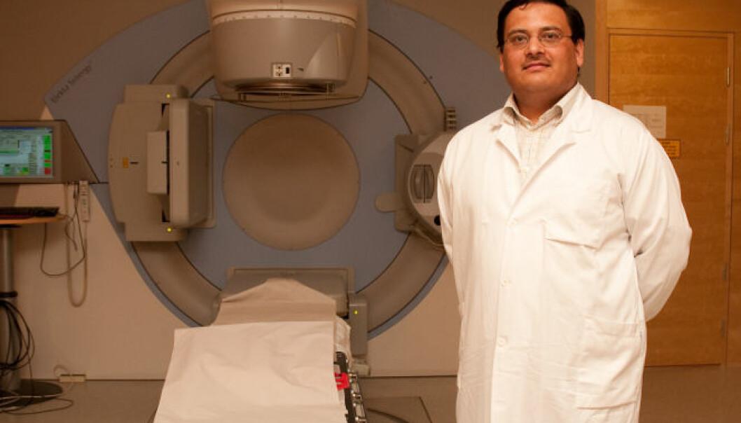 KUNSTIG INTELLIGENS: Manish Kakar har laget en datamodell som ved bruk av kunstig intelligens gjør det mulig å følge svulstens bevegelser under strålebehandlingen. (Foto: Yngve Vogt)