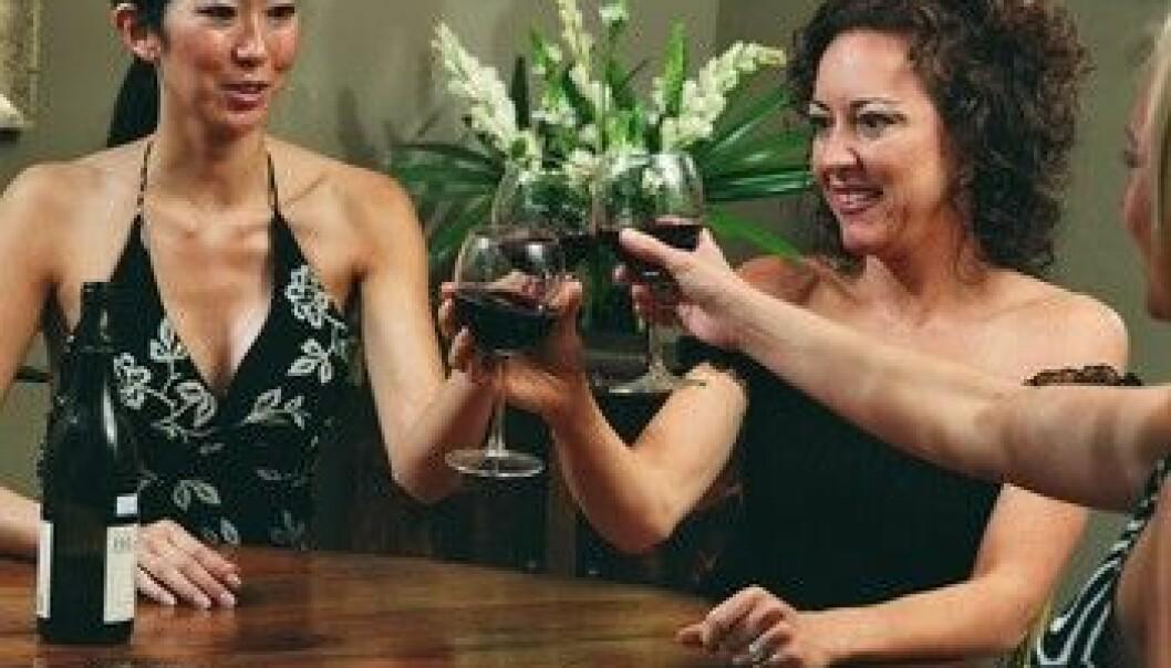"""""""Er et moderat akhoholkonsum bra for helsen? En gjennomgang av 54 studier sår tvil om positive helseeffekter."""""""