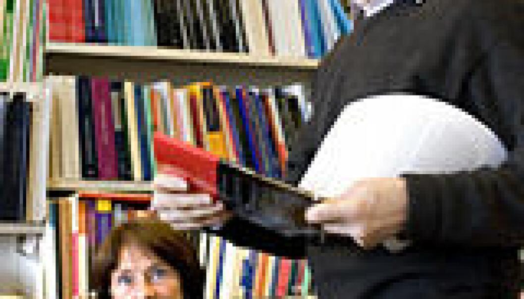 """""""- Ordbøker er ofte ikke nok, sier Stig Johansson."""""""