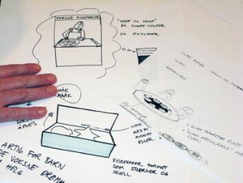 Sivilingeniør i industriell design Kjersti Øverbø Schultes skisser ned ideene som kommer frem under den kreative prosessen. (Foto: Kjell J. Merok)
