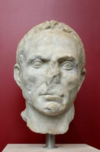 Denne marmorbysten er et portrett av en ukjent mann, og ble laget rundt år 43 f.Kr. (Foto: Wikimedia Commons, se lisens her)