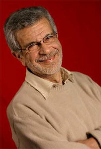 Professor Paul Papatzacos underviser i matematisk historie.
